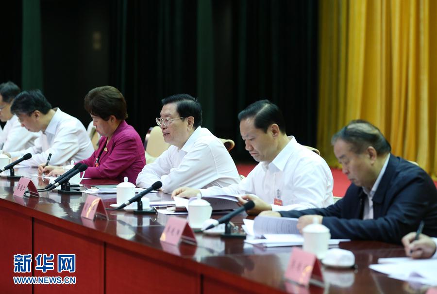 9月5日至6日,中共中央政治局常委、全国人大常委会委员长张德江在广西调研并出席第二十三次全国地方立法工作座谈会。这是9月6日,张德江在南宁出席第二十三次全国地方立法工作座谈会并讲话。新华社记者 姚大伟 摄