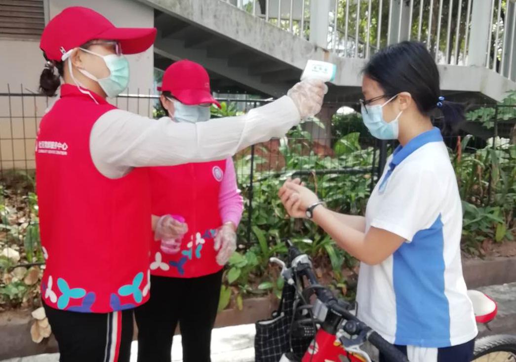 莲花街道康欣社区护学义工小分队为返校保驾护航